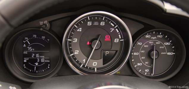 2017 Fiat 124 Spider Launch Lusso gauges