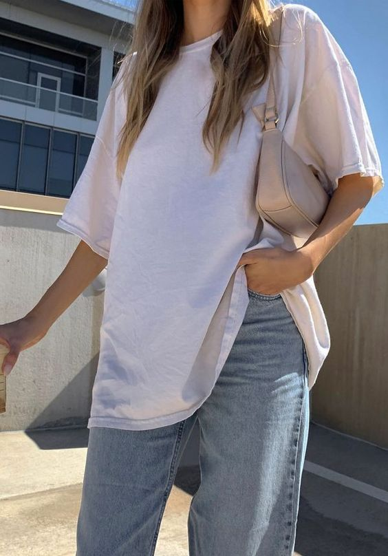 simple white t shirt