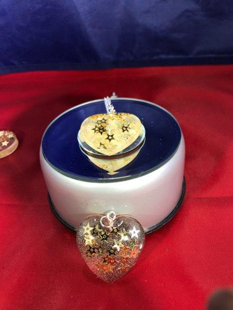 golden heart resin pendants