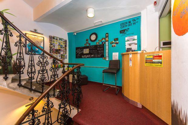 Hostel Orange Prage - Review - Reception.jpg