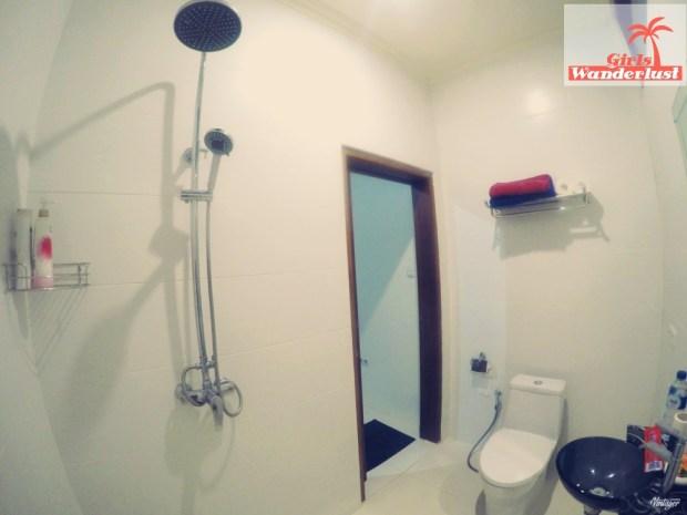 Zerosix Villa Senggigi, an amazing and unique Airbnb villa to stay in Lombok! Bathroom. Via @girlswanderlust #Lombok #Senggigi #travel #wanderlust #airbnb #girlswanderlust #travel #asia