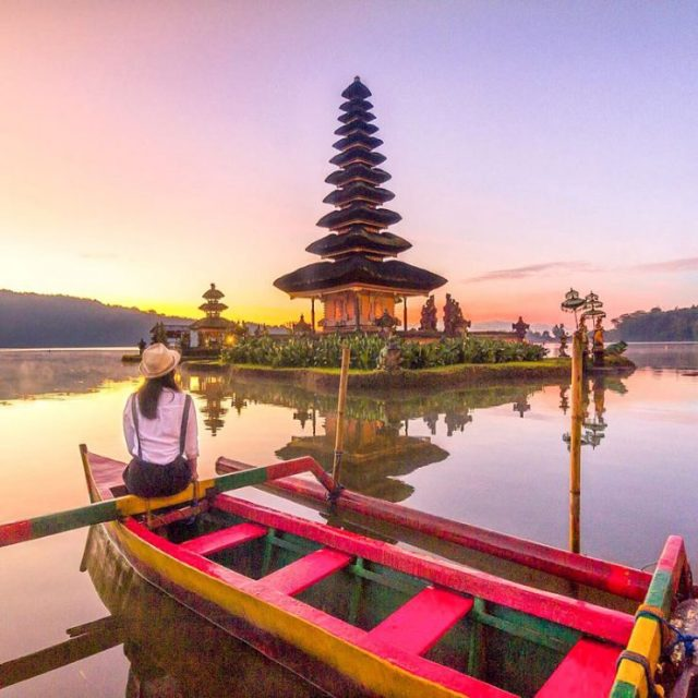 The 20 best places to watch the #sunrise and #sunset in #Bali, #Indonesia by @girlswanderlust #pura #ulandanau beach @bali #temple