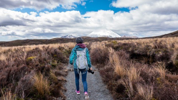 10 Green hiking tips – The ultimate guide to hiking more #responsible #greenhiking #sustainability #ecotourism #girlswanderlust #wanderlust #travel #hike #traveling #nature 3