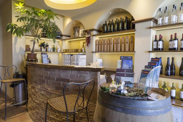 Photo via Booking.com