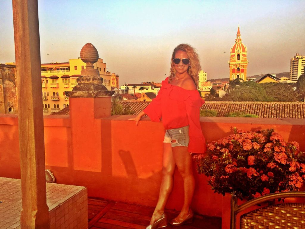 Once Upon a Time in Colombia, Girl Who Travels the World