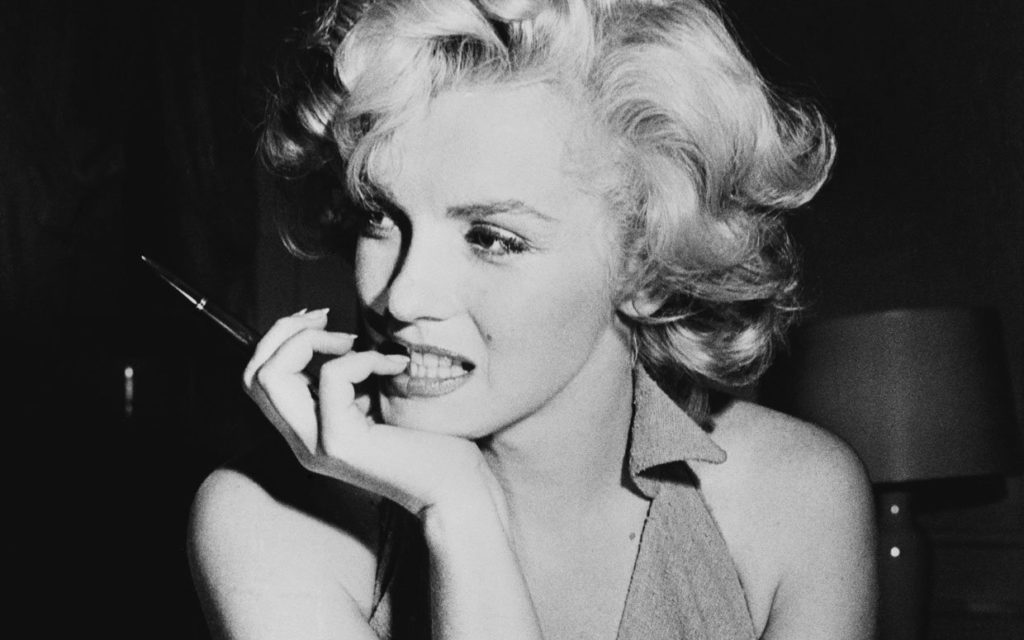 What Really Happened to Marilyn Monroe? Girl Who Travels the World
