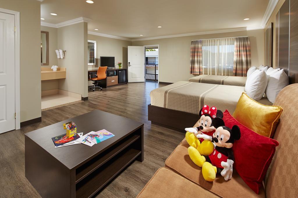 Best Hotels in Walking Distance to Disneyland, Girl Who Travels the World, Eden Roc