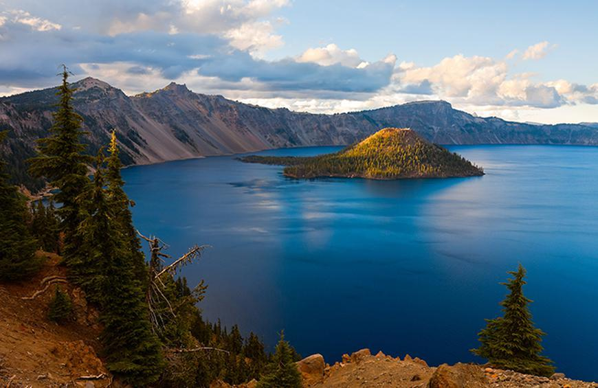 Visiting Crater Lake in the Autumn, Girl Who Travels the World