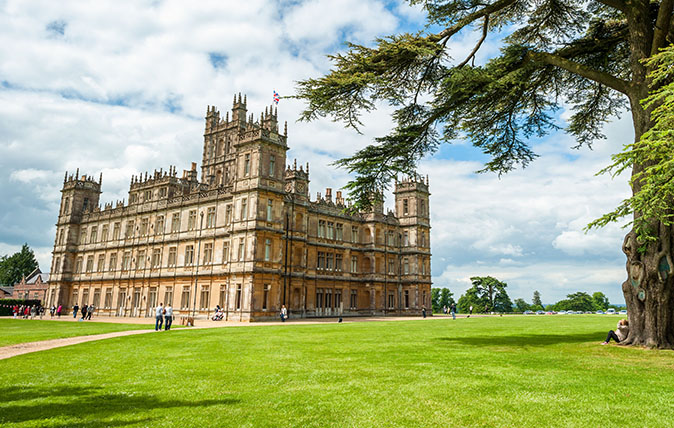 How to Have a Downton Abbey-Inspired Holiday, Girl Who Travels the World