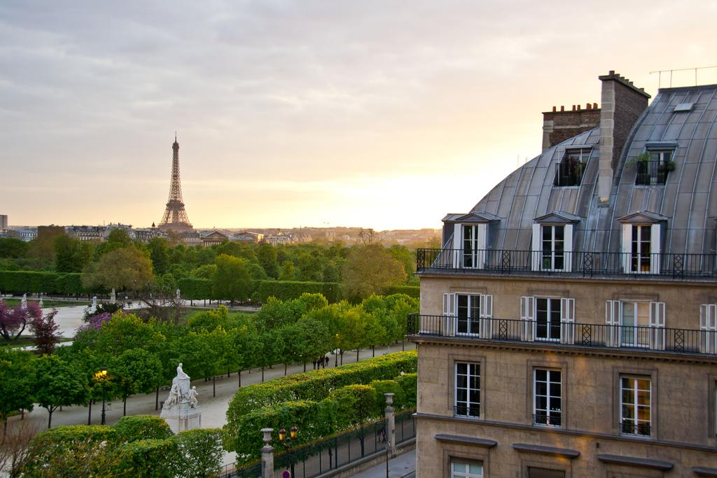 Best Hotels in Walking Distance to the Louvre, Girl Who Travels the World