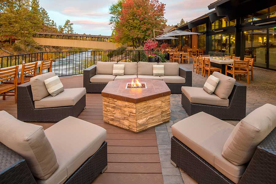 Best Pet-Friendly Hotels in Bend, Oregon, Girl Who Travels the World, Riverhouse on the Deschutes