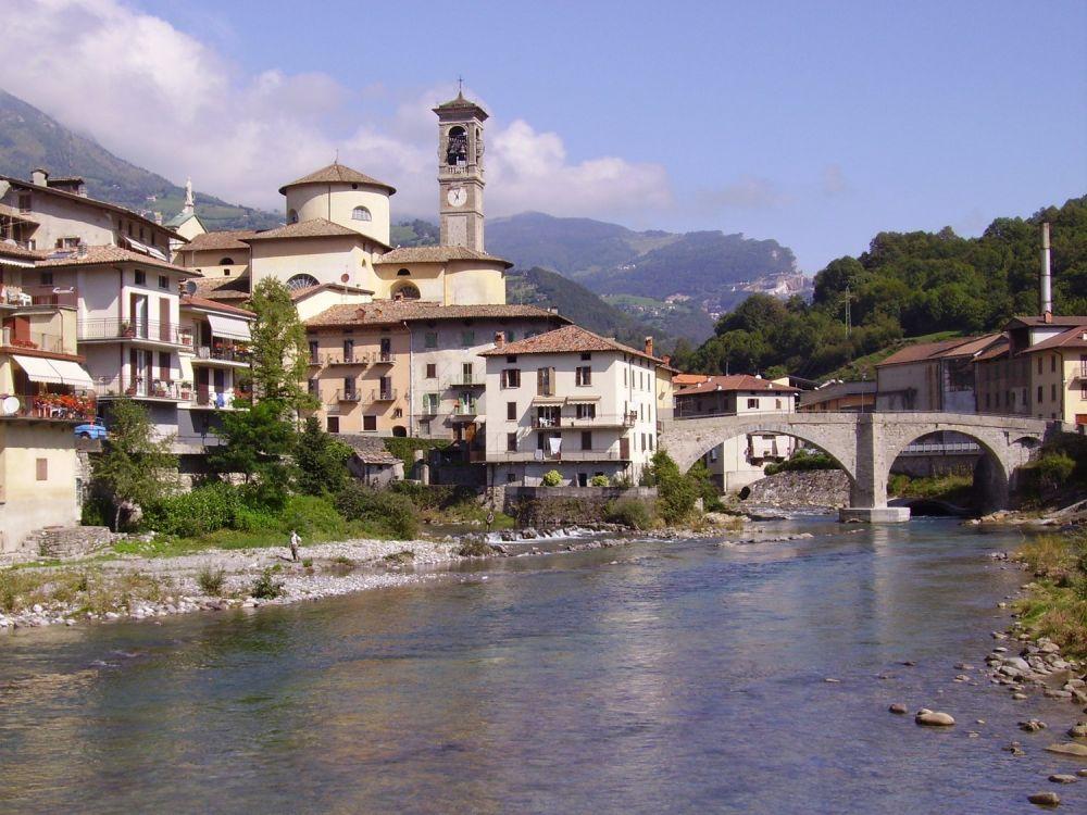 Il fiume Brembo nel paese di San Giovanni Bianco