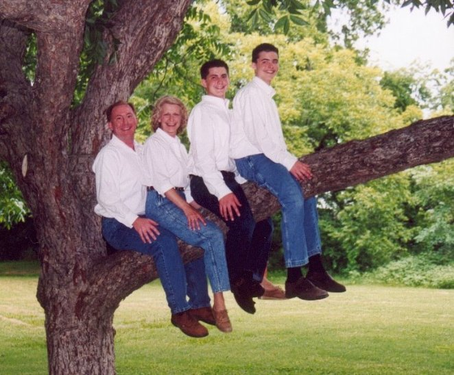 24 Really Awkward Family Portraits - Joyenergizer