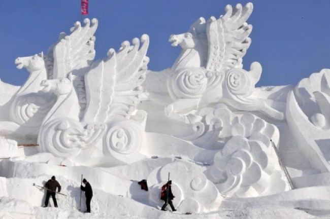 Spectacular Snow Sculptures - Girly Design Blog