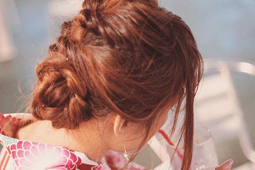 「くるりんぱ」「ドリンク」「ヘアスタイル」「夏」「女性・女の子」「浴衣」「飲み物」などがテーマのフリー写真画像