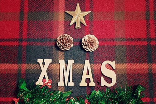 「クリスマスツリー」「俯瞰撮り」「文字アート」「真上から」「縦長画像」などがテーマのフリー写真画像
