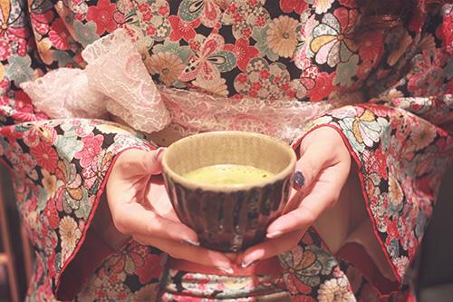 「冬」「和」「和服」「女性・女の子」「抹茶」「着物」などがテーマのフリー写真画像
