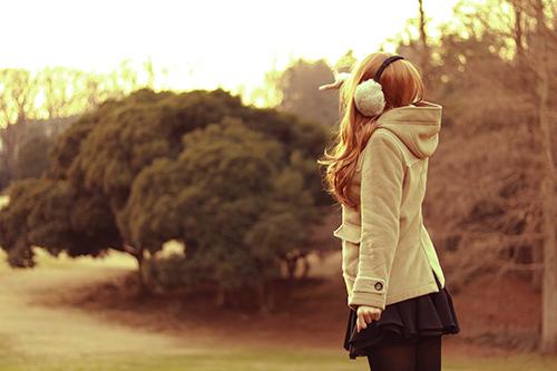 「公園」「冬」「女性・女の子」「森」などがテーマのフリー写真画像