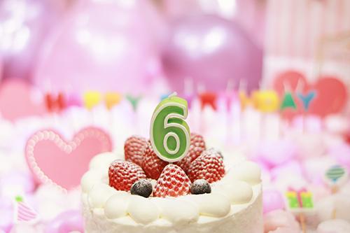 オシャレな誕生日画像:可愛いケーキとキャンドルでお祝い〜6歳編〜