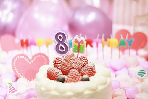 オシャレな誕生日画像:可愛いケーキとキャンドルでお祝い〜8?歳編〜