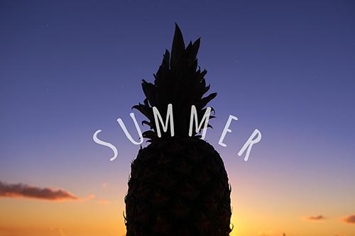「グラデーション」「シルエット」「パイナップル」「夏」「夏の夕暮れ」「夕陽」「文字入り」などがテーマのフリー写真画像