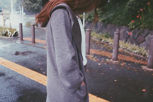 「公園」「女性・女の子」「秋」「雨」などがテーマのフリー写真画像