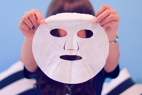 「コスメ」「パジャマ」「バッグ」「フェイスマスク」「女性・女の子」などがテーマのフリー写真画像