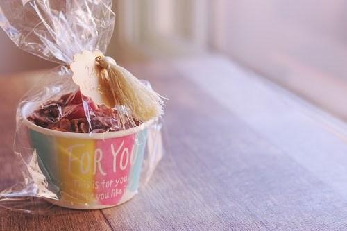 友チョコの割には可愛くラッピングされたバレンタインチョコ