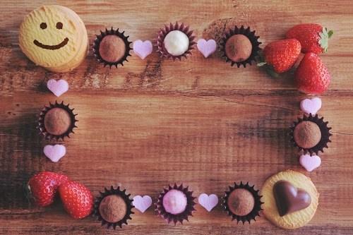 「イチゴ」「お菓子」「チョコ」「フレーム」「ホワイトデー」「俯瞰撮り」「真上から」「食べ物」などがテーマのフリー写真画像