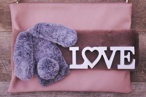 「LOVE」「バッグ」「ファー」「冬」「文字アート」などがテーマのフリー写真画像