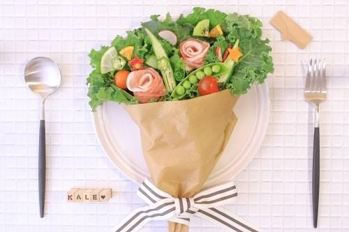 「ケール」「サラダ」「ブーケサラダ」「俯瞰撮り」「真上から」「野菜」「食べ物」などがテーマのフリー写真画像