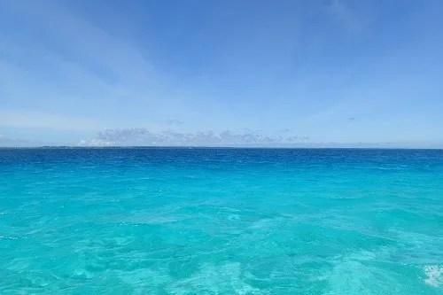 「サンゴ礁」「リゾート」「八重干瀬(やびじ)」「南国」「夏」「宮古ブルー」「宮古島」「沖縄」「海」「空」「離島」「青空」などがテーマのフリー写真画像