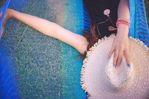 「ハンモック」「夏」「女性・女の子」「宮古島」「沖縄」「空」「離島」などがテーマのフリー写真画像