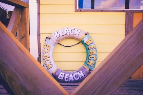 「カフェ」「スムージー」「リゾート」「南国」「夏」「宮古島」「来間島」「沖縄」「浮き輪」「雑貨」「飲み物」などがテーマのフリー写真画像