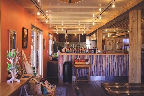 「カフェ」「スムージー」「リゾート」「南国」「夏」「宮古島」「店内」「来間島」「沖縄」「飲み物」などがテーマのフリー写真画像