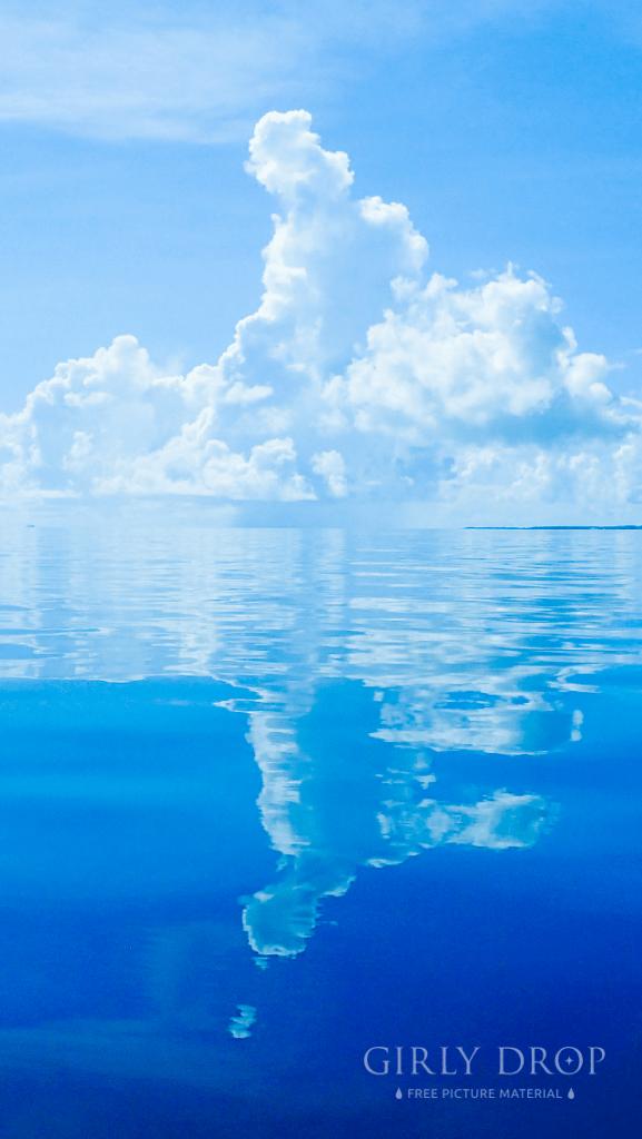 【オシャレなiPhone壁紙】八重山諸島の海で見た奇跡的なベタ凪&鏡面反射の入道雲