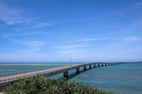 「リゾート」「南国」「夏」「宮古ブルー」「宮古島」「柵」「橋」「沖縄」「海」「空」「離島」などがテーマのフリー写真画像