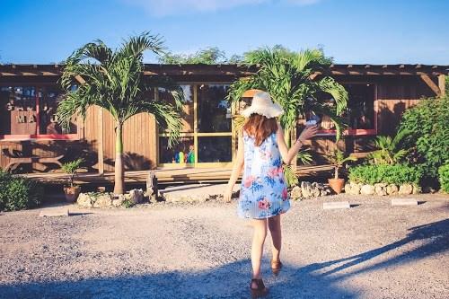 「スムージー」「リゾート」「南国」「夏」「女性・女の子」「宮古島」「来間島」「沖縄」「飲み物」などがテーマのフリー写真画像