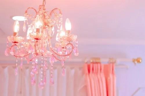 「シャンデリア」「部屋」などがテーマのフリー写真画像