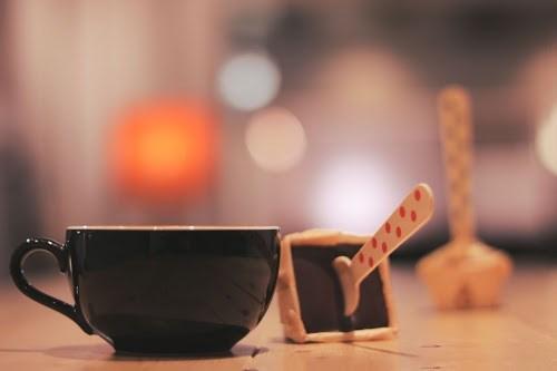 マグカップとドリンク用チョコレート
