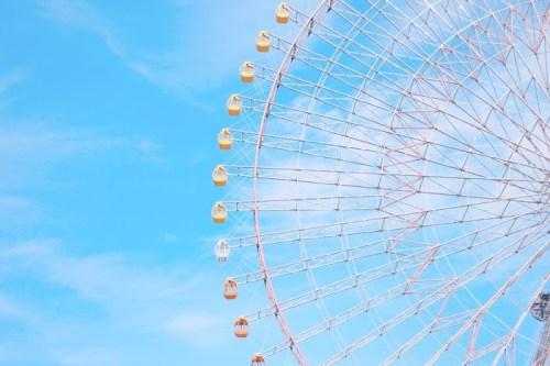 「夏」「空」「観覧車」「雲」「青空」などがテーマのフリー写真画像
