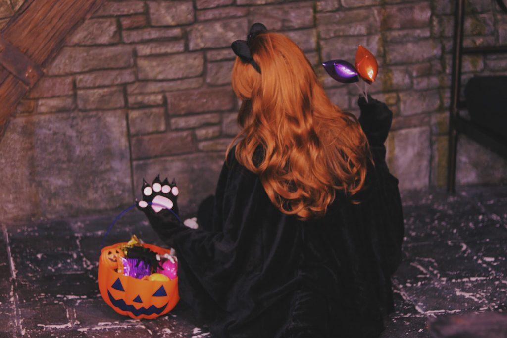 「お菓子」「カボチャ」「女性・女の子」「黒猫」などがテーマのフリー写真画像
