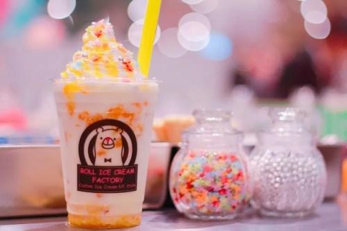 「スプリンクル」「タピオカ」「タピオカドリンク」「タピオカミルク」「ホイップクリーム」「ボバ」「ミルク」「生クリーム」「飲み物」などがテーマのフリー写真画像