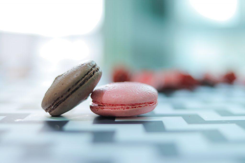 「お菓子」「チョコ」「ホワイトデー」「マカロン」「色集めごっこ」「食べ物」などがテーマのフリー写真画像