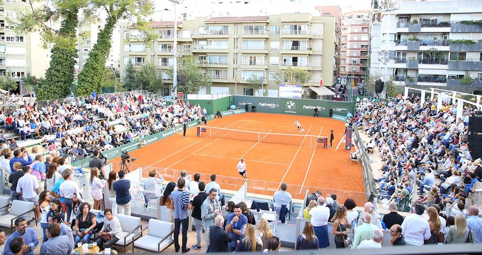 pista de tenis jugando la Legends Cup