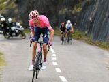 È dada Hugh Carthy. Combatte il ciclismo con il ciclismo. Si trova con naturalezza a pedalare nella dimensione opposta di ogni certezza