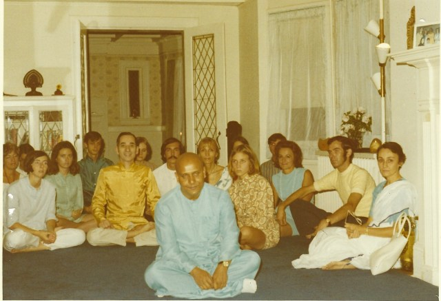 Sri Chinmoy, Giselle (immediate right), Alo Devi far right