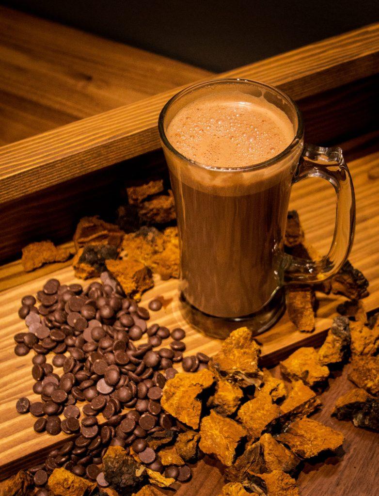 https://i1.wp.com/gisement.ca/wp-content/uploads/2016/10/chocolat-chaud-chaga-scaled.jpg?fit=783%2C1024&ssl=1