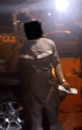 PHOTOS: Man caught with fake dollars in Lekki