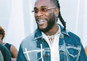 Burna boy and his friends sang for his mother on her birthday (video)